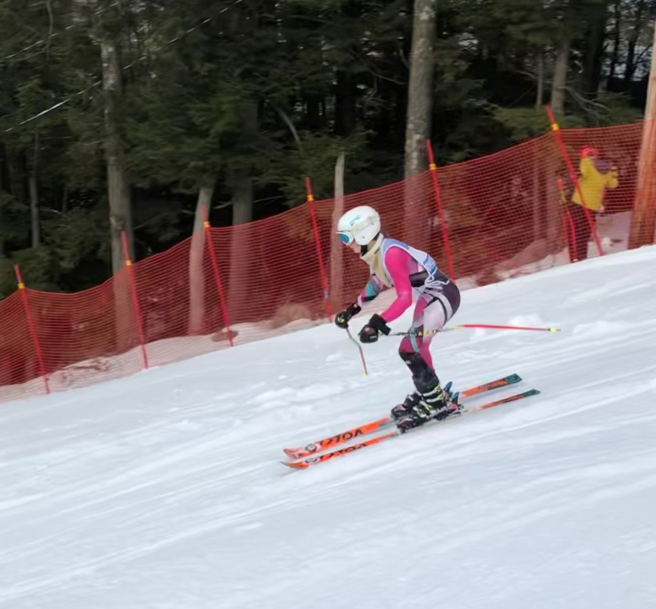olivia in the course - ski image 2
